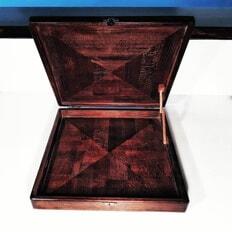 Чемоданчик для шахматных фигурок в готовом виде. Подарок выполненный с душой.